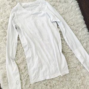 White long sleeve lulu top